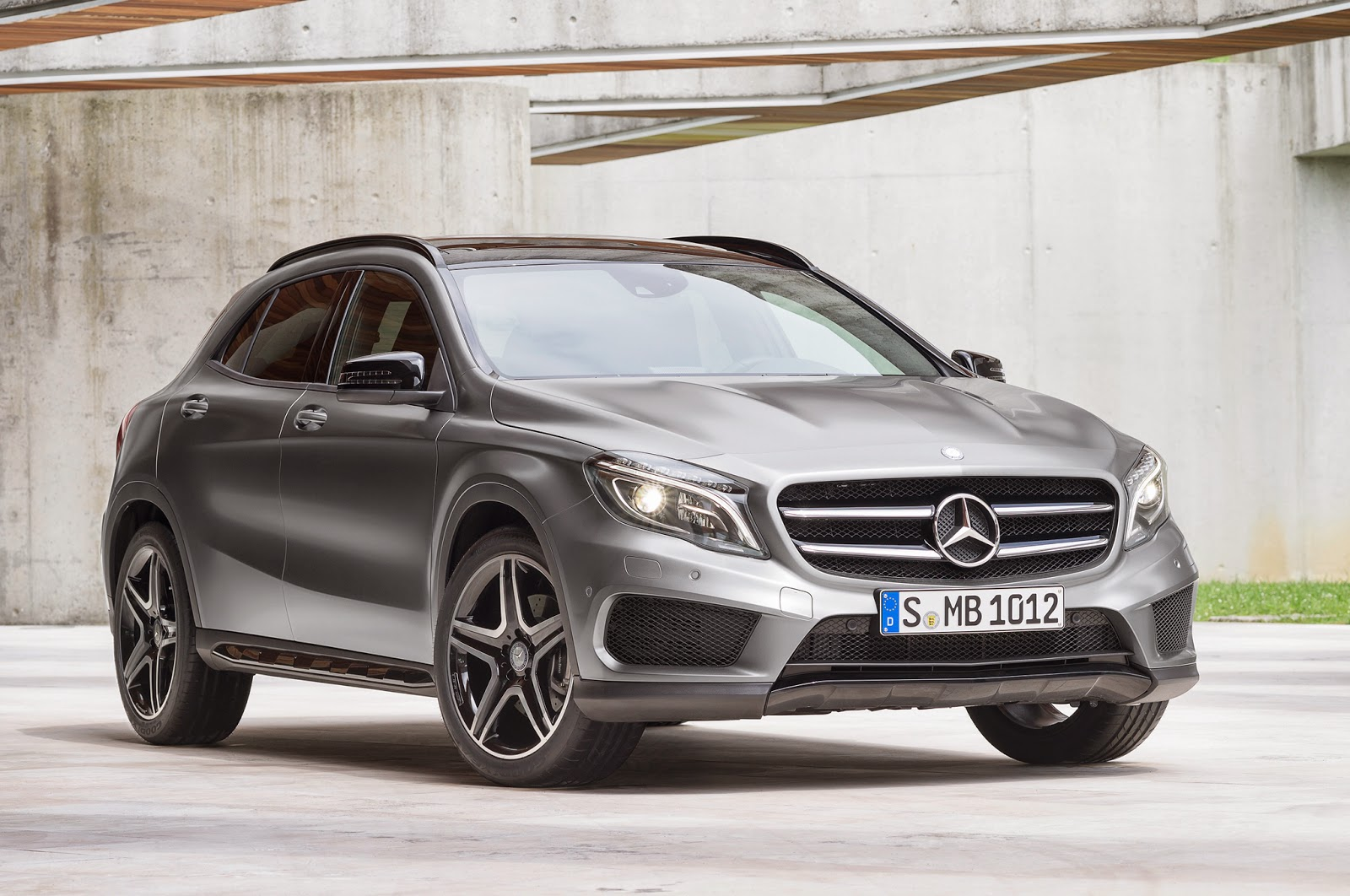 2015-Mercedes-Benz-GLA-Class-front-view