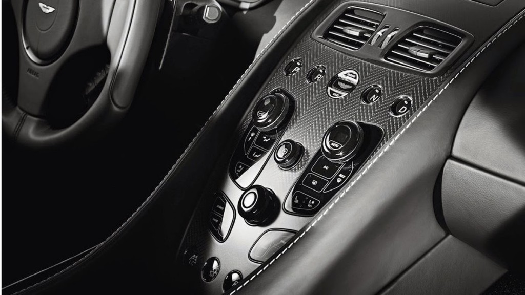 Aston Martin  Vanquish carbón 2015