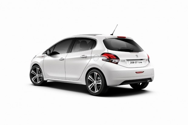 Peugeot-208-Restyling-2015-12-620x412